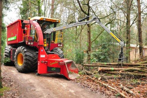 Vredo VT 3326, bezig met versnipperen. Aanstoot - Pekkeriet Holten.. Geplaatst door keizer op 09-09-2014 om 11:16:40, op TractorFan.nl - de nummer 1 tractor foto website.