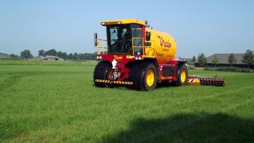 Grasland bemesten met een Vredo VT 3306.  Nu meer te zien op: http://www.agrifoto.nl/nieuws/log/6096/