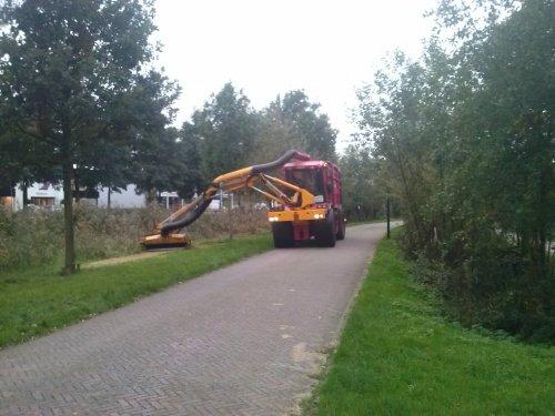 Foto van een Vredo Onbekend, bezig met gras maaien.. Geplaatst door nickfendtwee op 23-10-2014 om 19:43:04, op TractorFan.nl - de nummer 1 tractor foto website.
