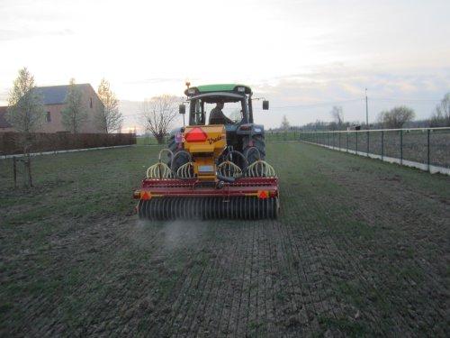 Foto van een Vredo Doorzaaimachine, bezig met zaaien.. Geplaatst door jdeutz6190 op 05-11-2014 om 17:21:28, op TractorFan.nl - de nummer 1 tractor foto website.