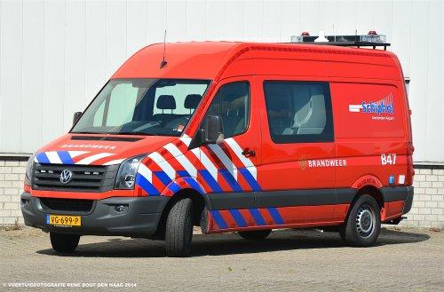 Een Volkswagen Crafter van de brandweer Schiphol Airport. Foto René Boot. Geplaatst door rene-boot op 02-07-2016 om 16:10:54, op TractorFan.nl - de nummer 1 tractor foto website.