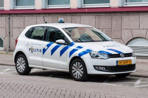Foto van een VW Polo van Politie, opgebouwd voor personenvervoer.. Geplaatst door xrayjaco op 13-08-2016 om 18:15:46, op TractorFan.nl - de nummer 1 tractor foto website.
