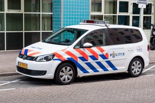 Op deze foto staat Politie met een VW Touran, opgebouwd voor personenvervoer.. Geplaatst door xrayjaco op 13-08-2016 om 18:15:46, op TractorFan.nl - de nummer 1 tractor foto website.