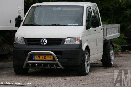 Foto van een VW Transporter T5, opgebouwd als open laadbak.. Geplaatst door Alex Miedema op 07-08-2014 om 00:09:39, op TractorFan.nl - de nummer 1 tractor foto website.