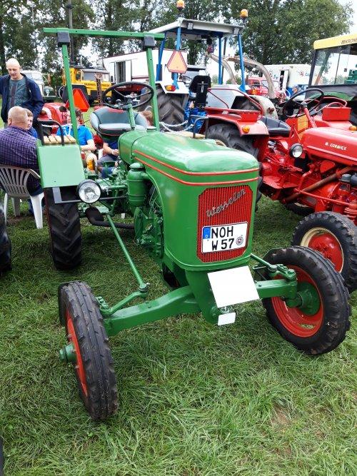 Foto van een Wesseler W18. Geplaatst door holderb51 op 05-10-2019 om 17:17:08, op TractorFan.nl - de nummer 1 tractor foto website.