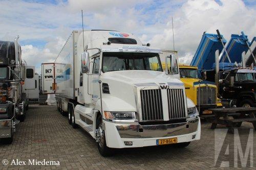 Hier zie je HSF Logistics Nijmegen B.V. met een Western Star 5700, opgebouwd voor koeltransport.. Geplaatst door Alex Miedema op 05-08-2016 om 17:29:19, op TractorFan.nl - de nummer 1 tractor foto website.