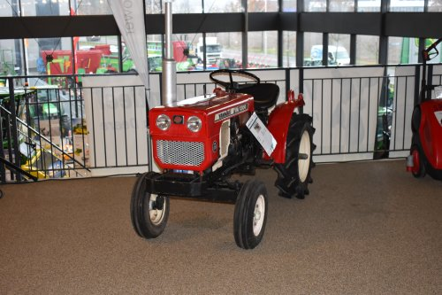Foto van een Yanmar Onbekend YM 1300. Geplaatst door jordi 1455 op 17-12-2019 om 21:27:49, op TractorFan.nl - de nummer 1 tractor foto website.