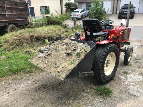 Zelfbouw grondbak van inspecteurfendt