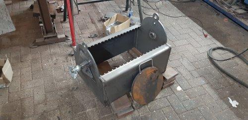Foto van een Zelfbouw Frontgewicht Frontgewicht voor de maxxum aan het maken kunnen straks 19 gewichten van 18 kilo in zo gemaakt dat die zo op te pakken is dus geen topstang nodig
