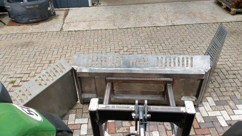 Hier zie je H Vrieling (oudleusen ) × met een Zelfbouw Zelfgemaakte maisschuif constructies in aanbouw.