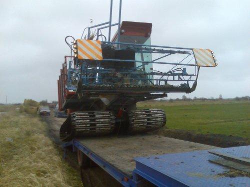 Foto van een Zelfbouw Rupstrekker, bezig met poseren.. Geplaatst door stoker op 15-03-2009 om 20:48:44, op TractorFan.nl - de nummer 1 tractor foto website.