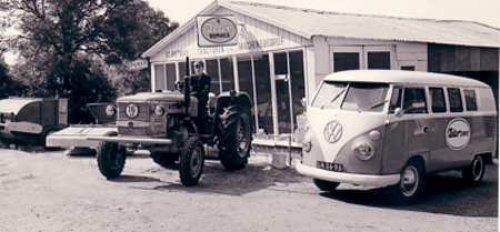 Rietman, sinds 1969 dealer van  Zetor, op de foto één van de eerste verkochte Zetor's, Dit keer een Zetor  3511 (40pk)