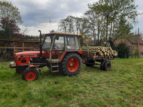 Foto van een Zetor 6911/6945 Gisteren middag een vrachtje hout  weg gereden.. Geplaatst door z6911 op 19-04-2020 om 13:48:53, met 6 reacties.