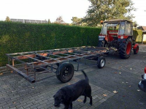 Foto van een Zetor 6911/6945 Zaterdag een testrit gemaakt met de onderbouw van de  woonwagen . Loopt prima. Op naar de bovenbouw.