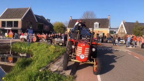 [@A3vandiejen] was jij hier ook? koningsdag optreden van de plaatselijke rockband Niks aan de Zeis op de Vuilendam.