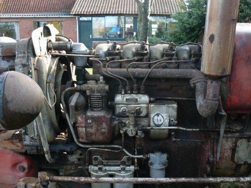 Foto van een Zetor 4011, bezig met herstellen.. Geplaatst door Jan Ramon op 03-03-2014 om 09:46:28, op TractorFan.nl - de nummer 1 tractor foto website.