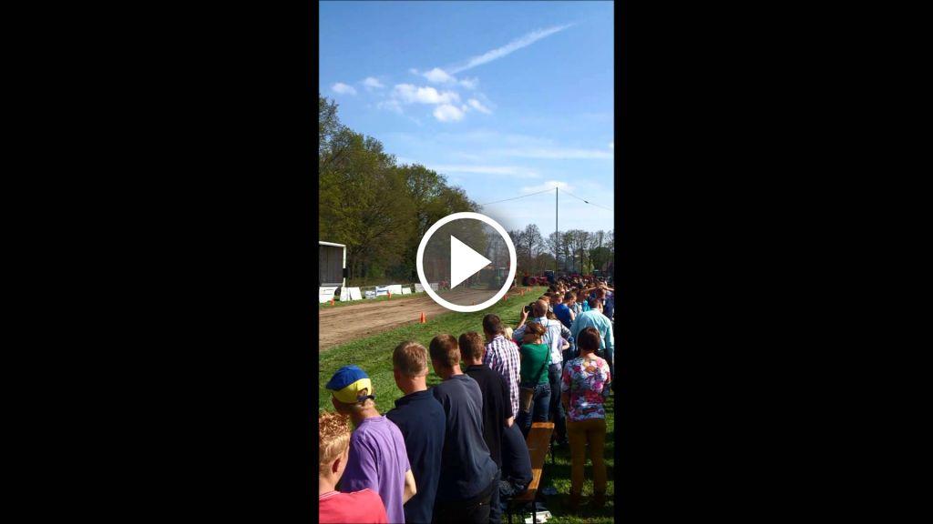 Video John Deere 4230