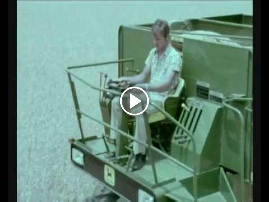 Video John Deere Combine