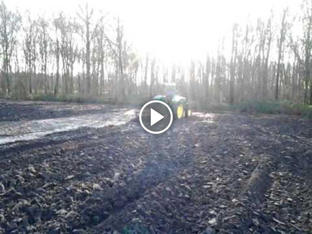 Video John Deere 820
