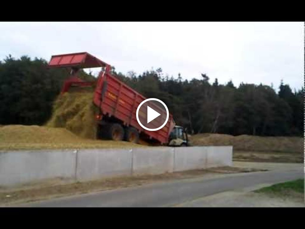Video Deutz-Fahr Agrotron 215
