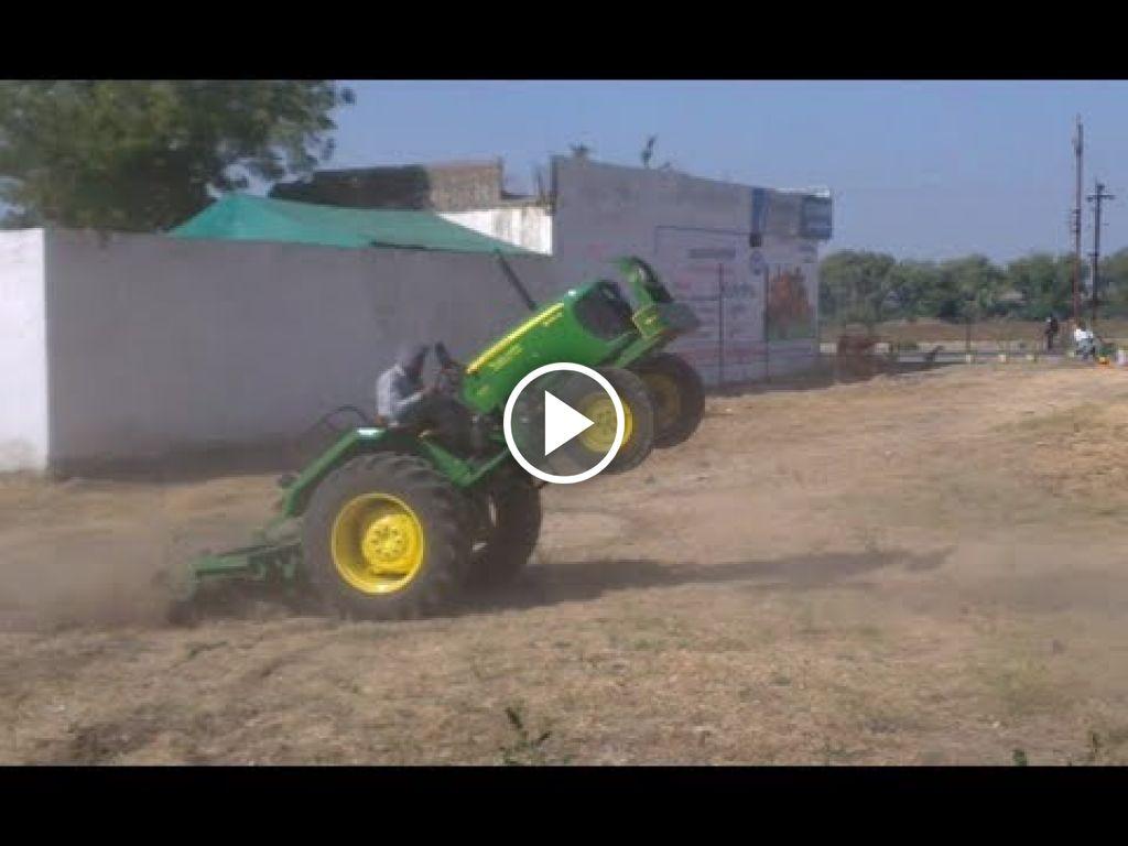 Wideo John Deere 5050D