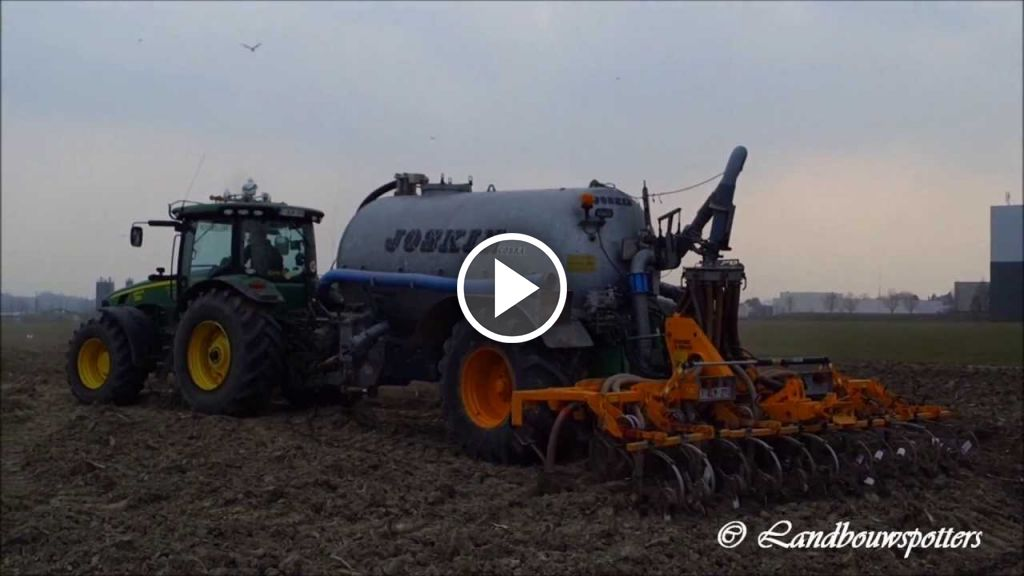 Wideo John Deere 8245R