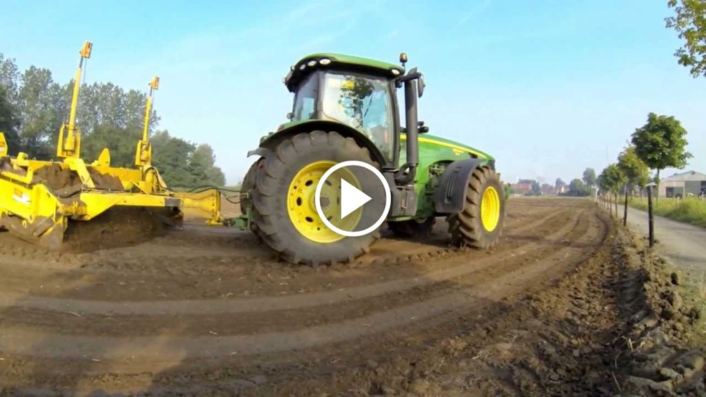 Video John Deere 8245R