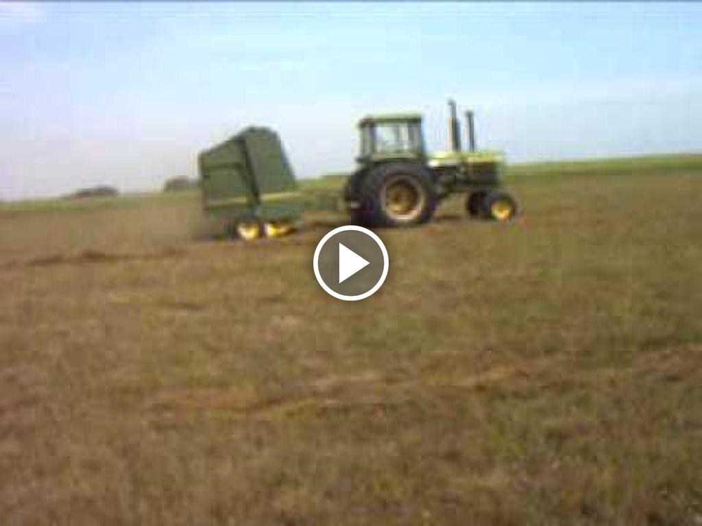 Video John Deere 4240