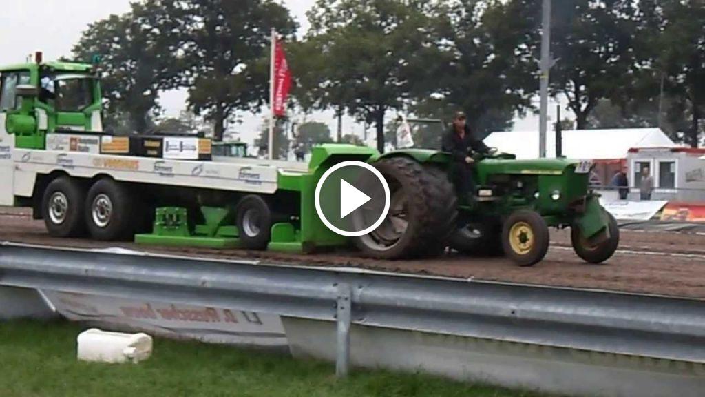Video John Deere 710