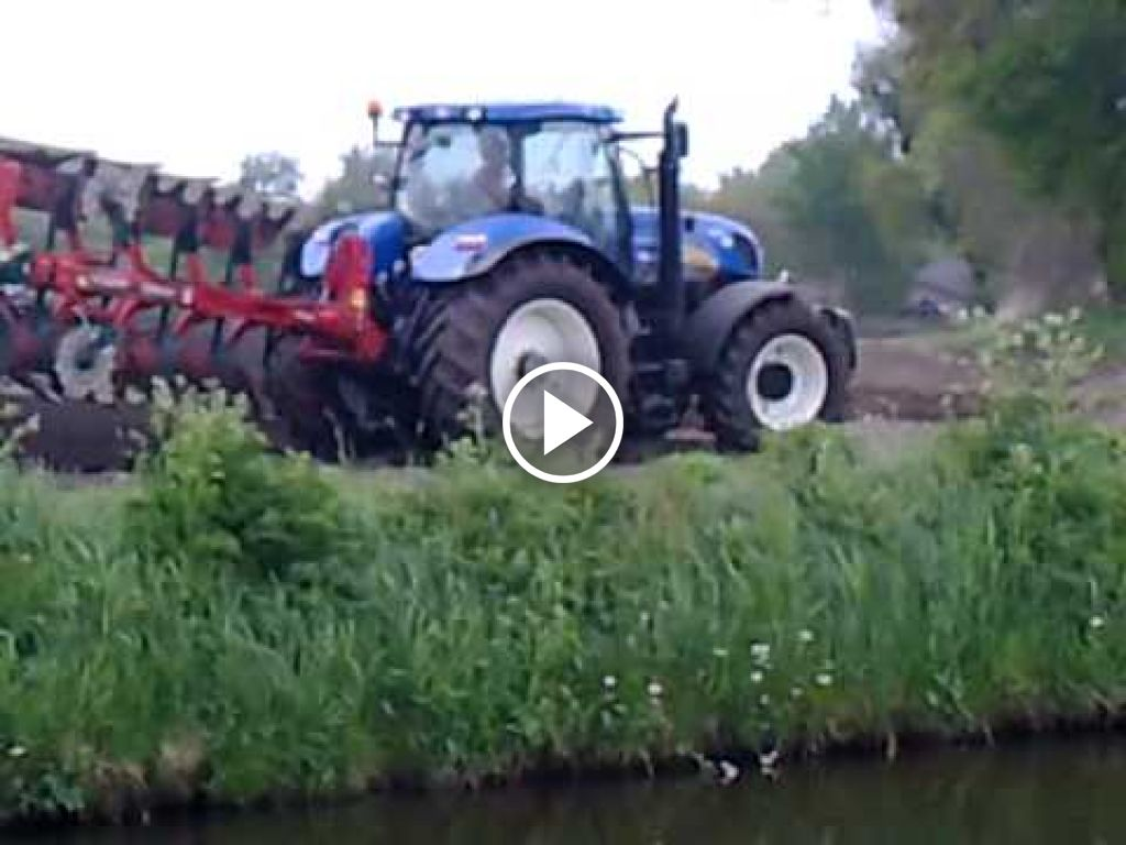 Video New Holland T 7030