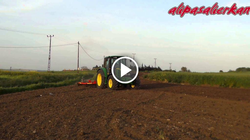 Video John Deere 6330