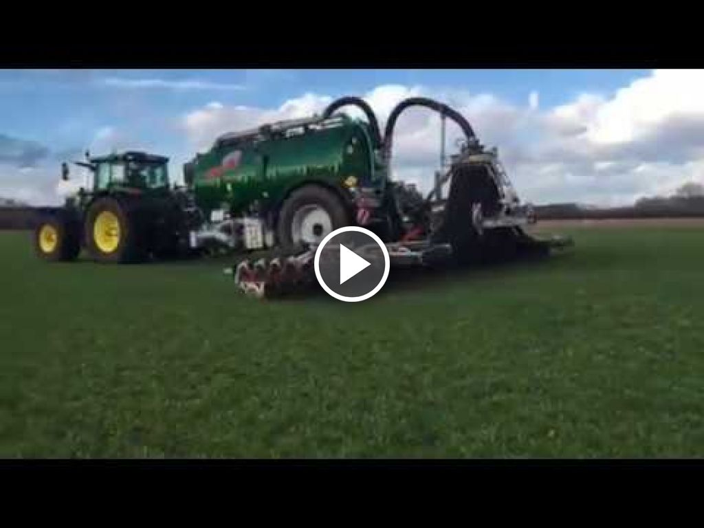 Video John Deere 6215R