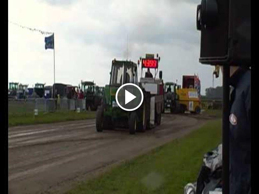 Wideo John Deere 3130