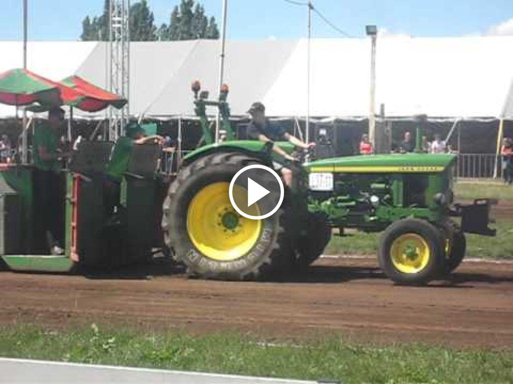 Wideo John Deere 2120