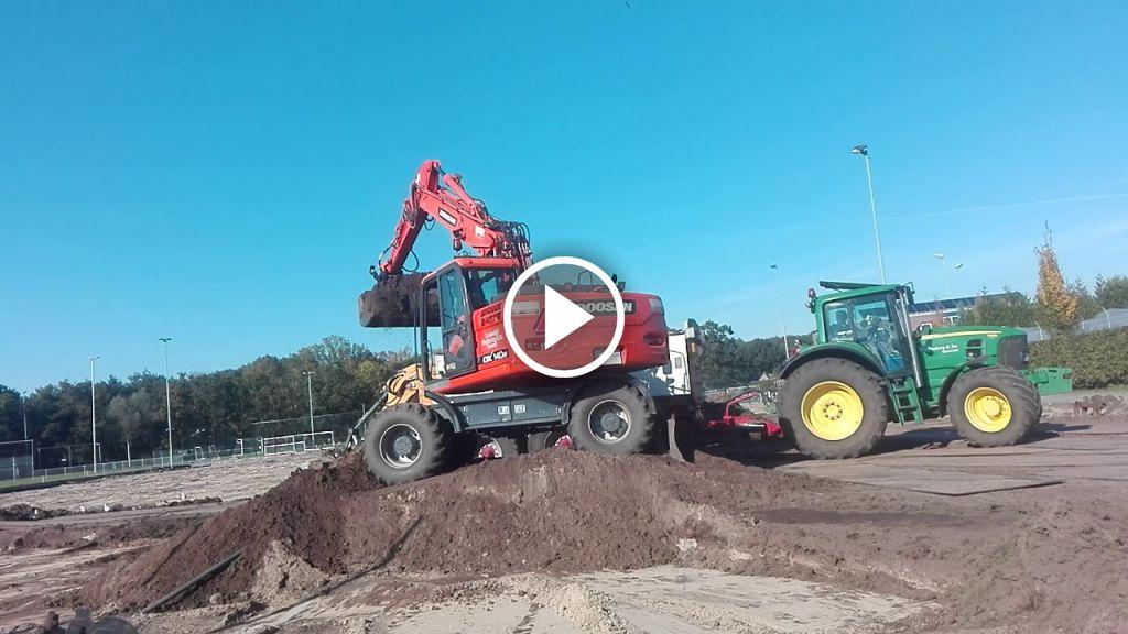 Wideo John Deere 6810