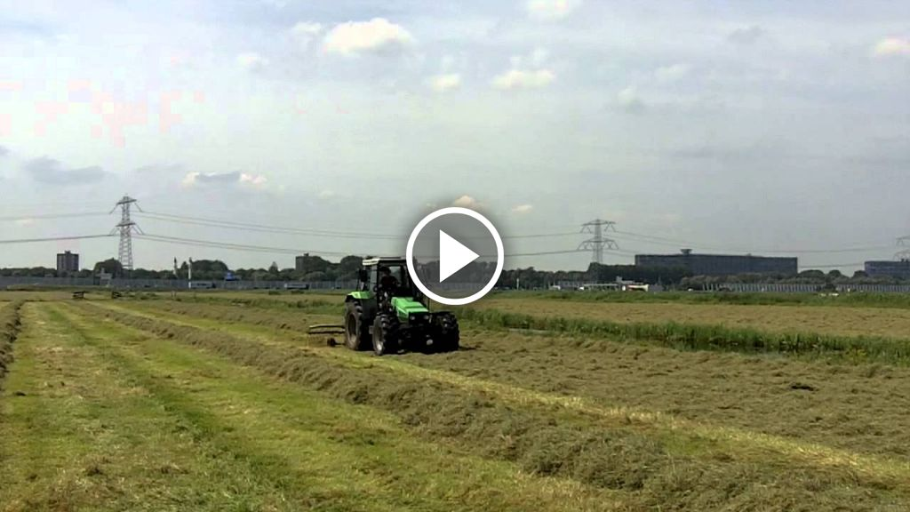 Wideo Deutz-Fahr DX 4.57
