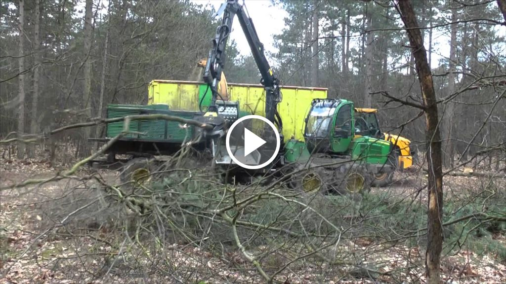 Video John Deere 1110E