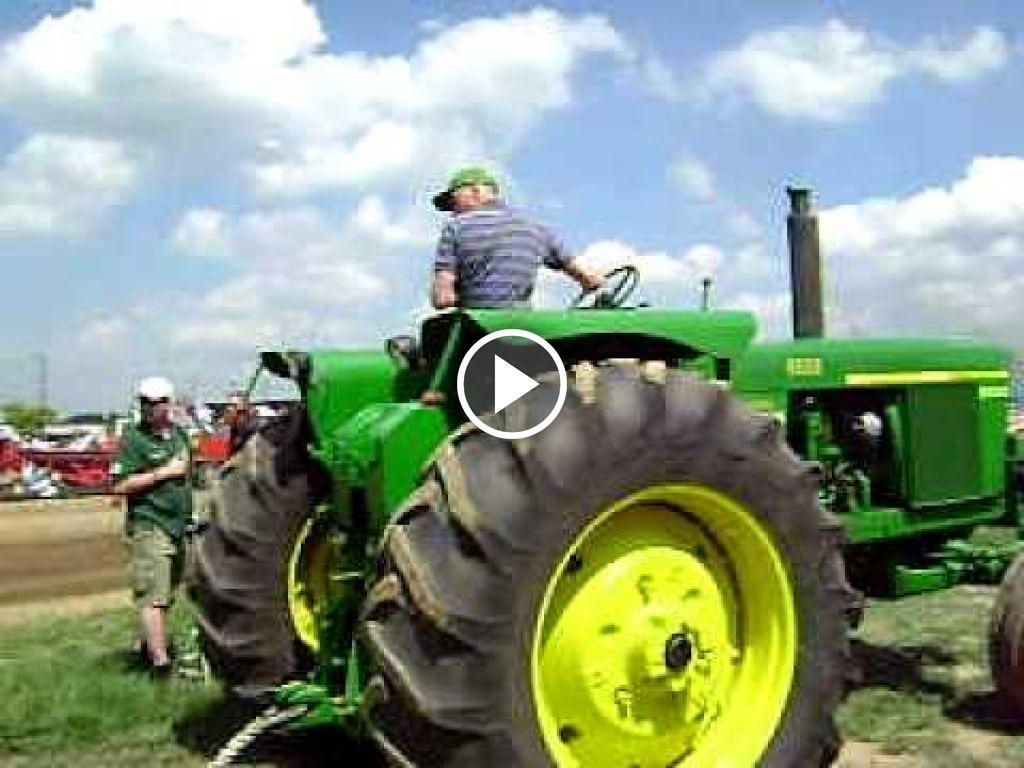 Wideo John Deere 4520
