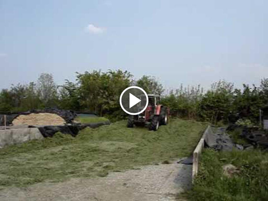 Vidéo Massey Ferguson 2725