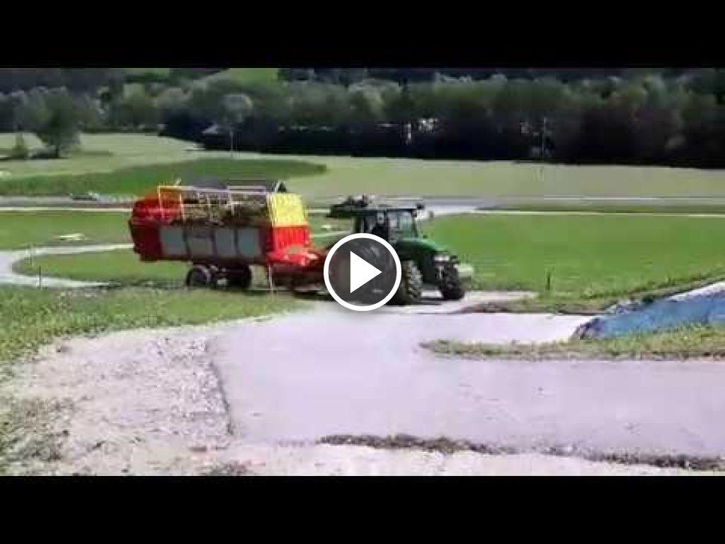 Wideo John Deere 5820 Tractor