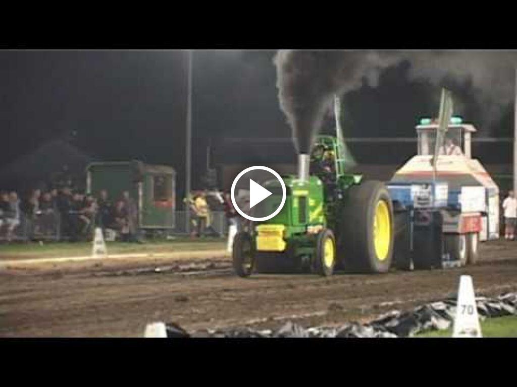 Wideo John Deere 4020