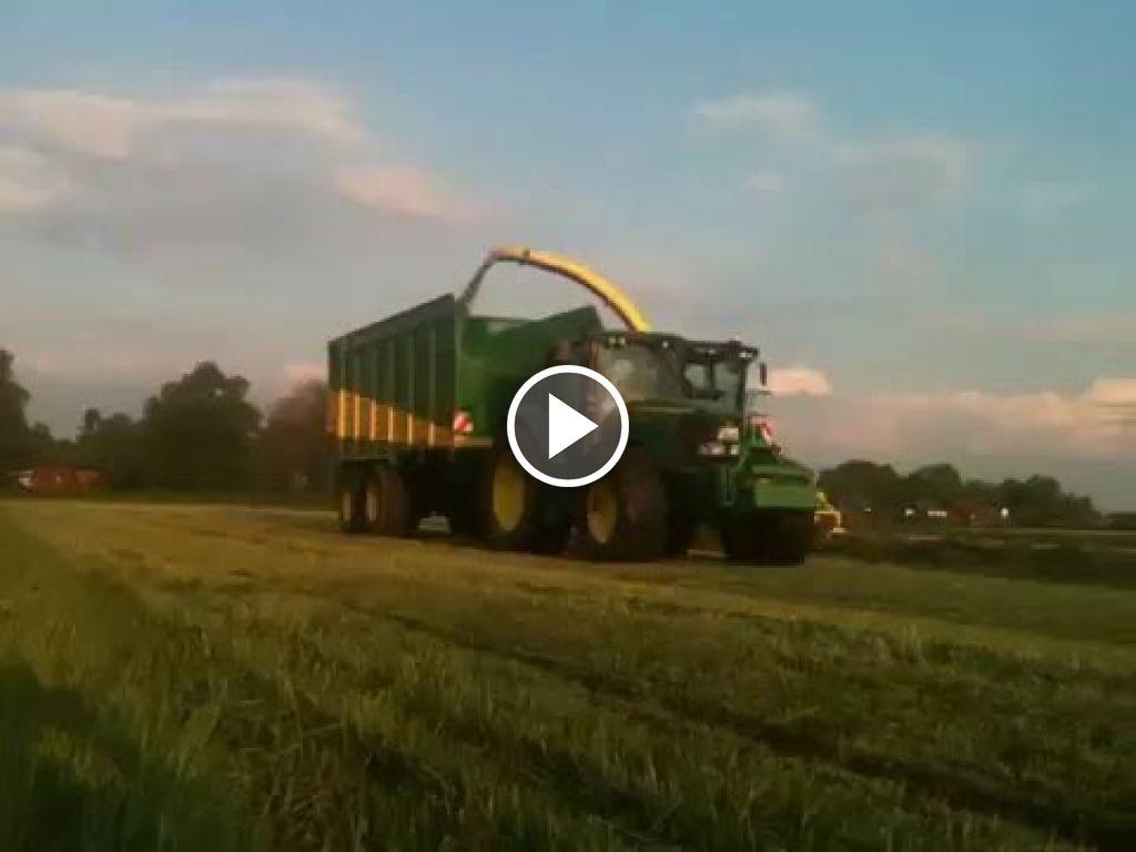 Wideo John Deere 7520