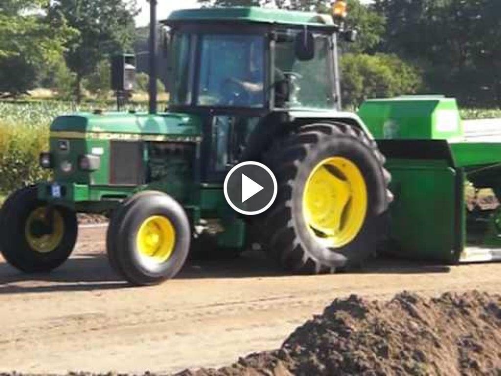 Wideo John Deere 2040 S